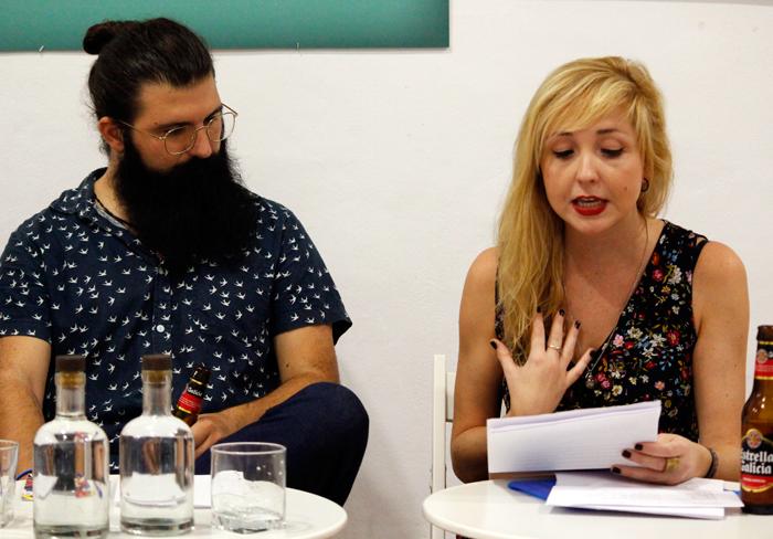 Jota Fernández presentando en Cosmopoetica.